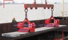 上海港40T厚钢坯采用2台自卸式起重永磁铁联吊案例