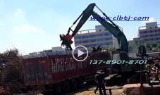 挖掘机配电磁吸盘由安装于挖掘机尾部发电机供电操作视频案例