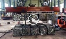 非标定制一次吸吊15块废钢打包块用方形起重电磁铁视频