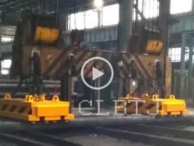 上海梅钢集团吸吊9根圆钢用2台活动磁极式起重电磁铁联吊