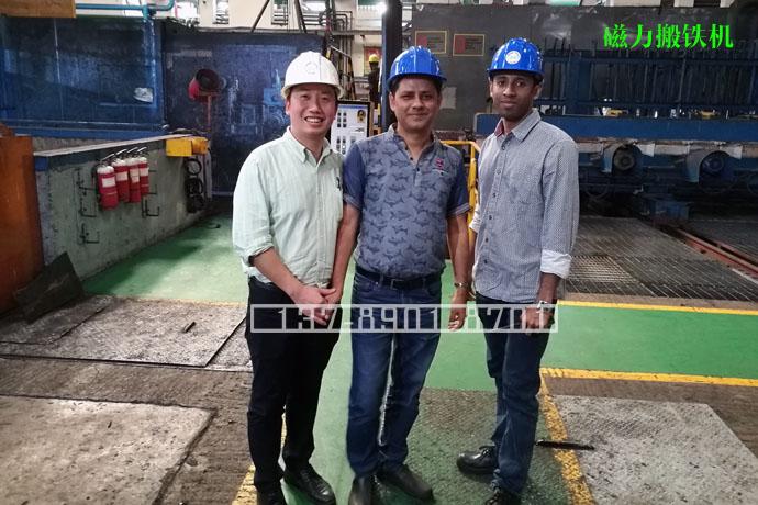 与孟加拉钢铁集团公司工程师车间合影