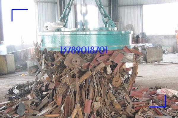 型号为MW5-150L/1吸吊废钢用起重电磁铁,吸吊破碎后废钢案例
